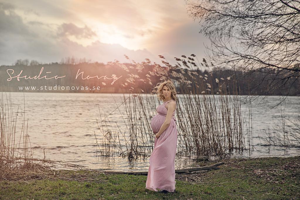 gravidfotografering utomhus stockholm
